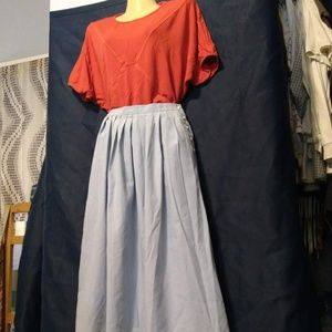 Adorable vintage pleated skirt with side buttons